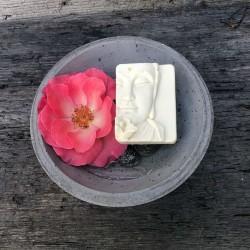 Weißer Buddha handgemachete Naturseife Schafmilchseife Waschkultur München